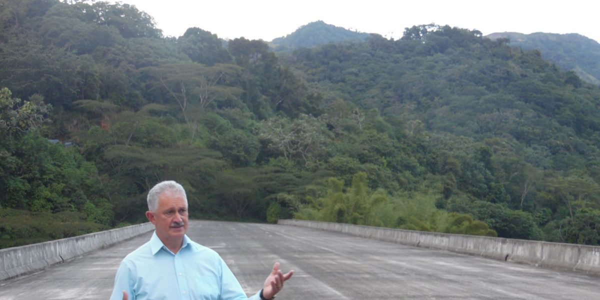 Investigarán construcción de carretera que lleva más de 40 años sin terminar
