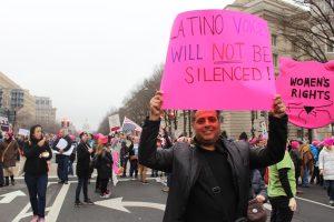 """""""Los latinos son unidos y estamos fuertes"""", dijo Roberto, de 48 años y natural de Puerto Rico. / Foto: David Cordero Mercado"""