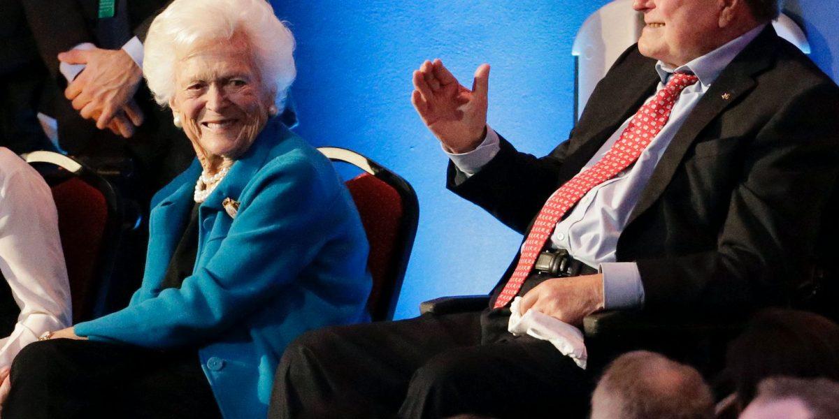 Dan de alta a exprimera dama de EE.UU. Barbara Bush