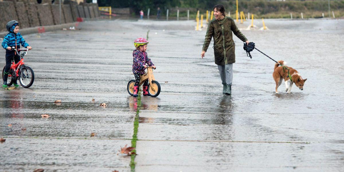 Tormentas e inundaciones castigan el sur de California