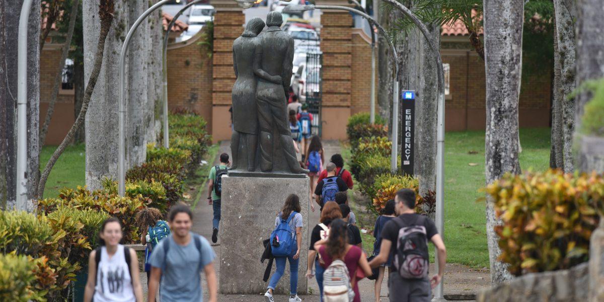 Estudiantes de la UPR lanzan recomendaciones tras reunión