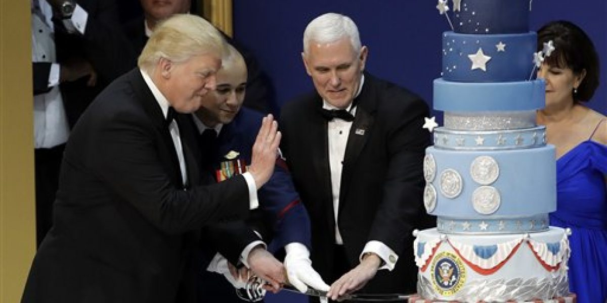Pastel para Trump fue igual al de Obama