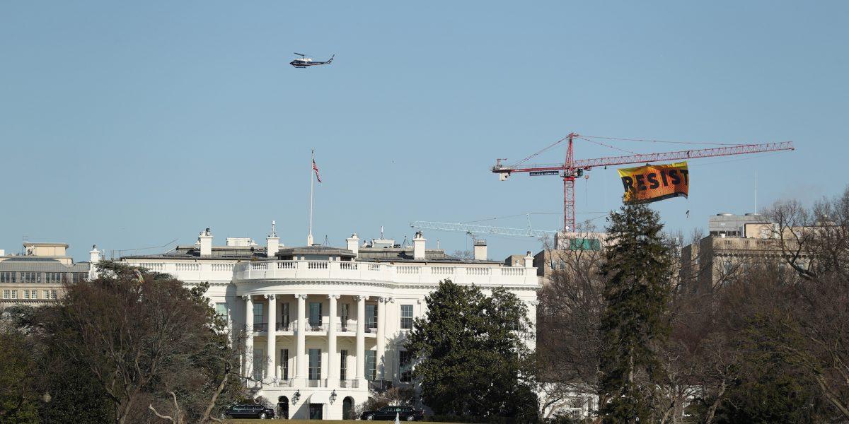 Detienen a conductor de auto sospechoso cerca de Casa Blanca