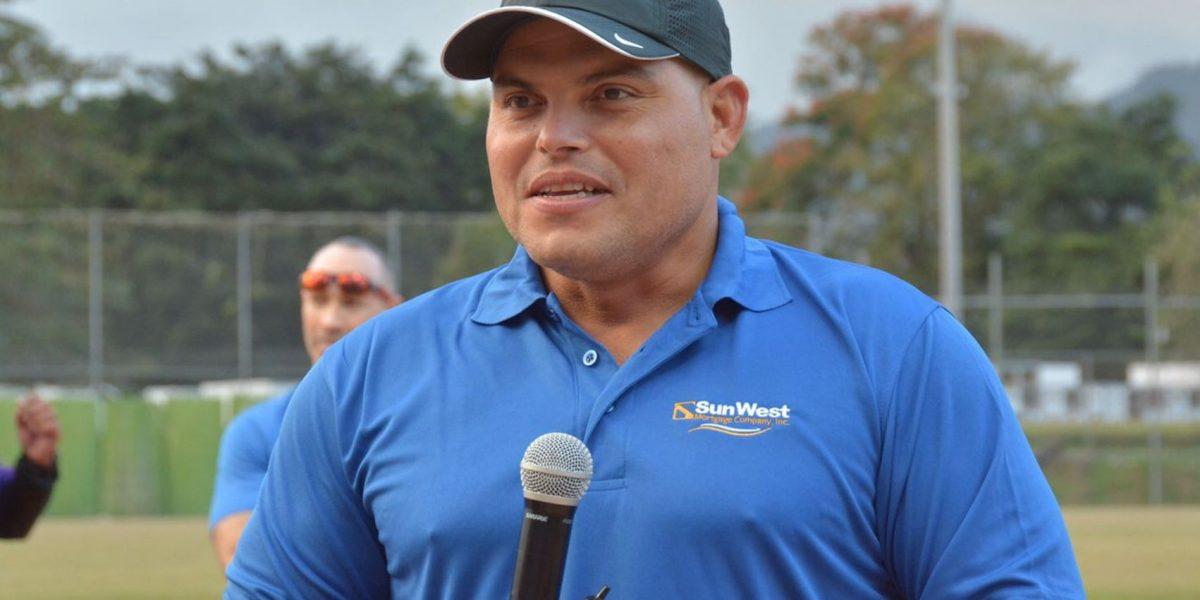 Iván Rodríguez da su tiempo a los niños y a sus fanáticos en P.R.