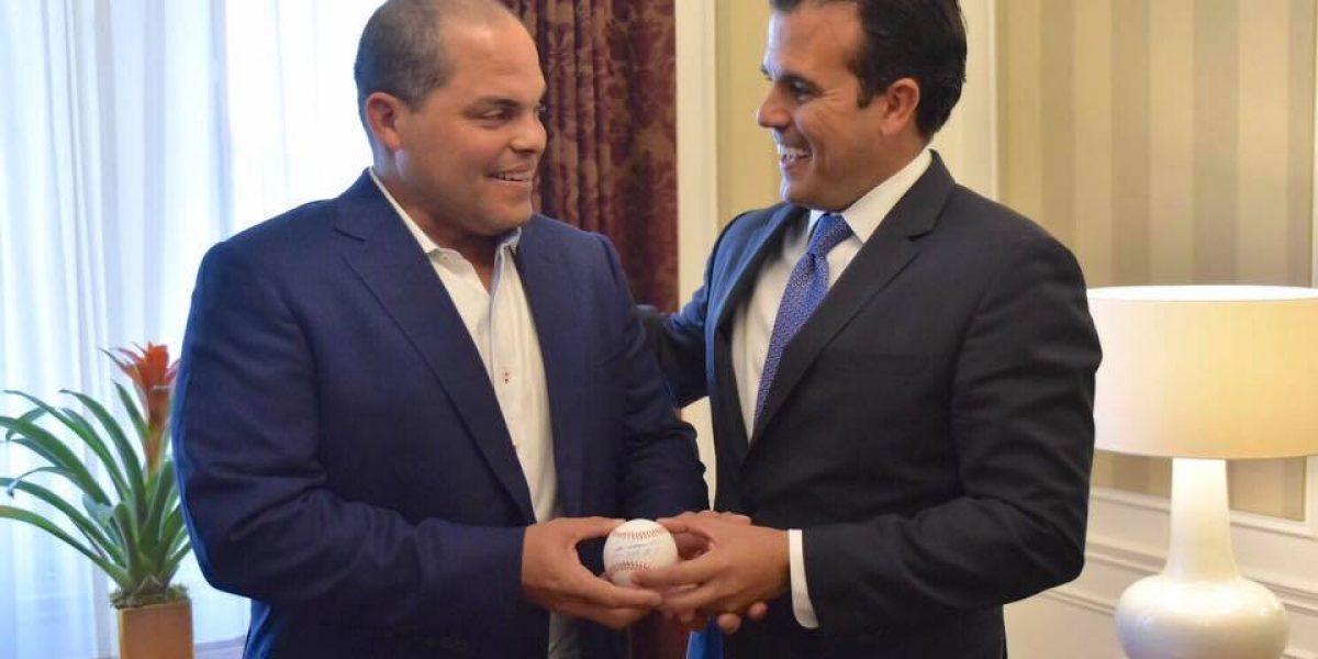 Gobernador visita escuelas junto a Iván Rodríguez