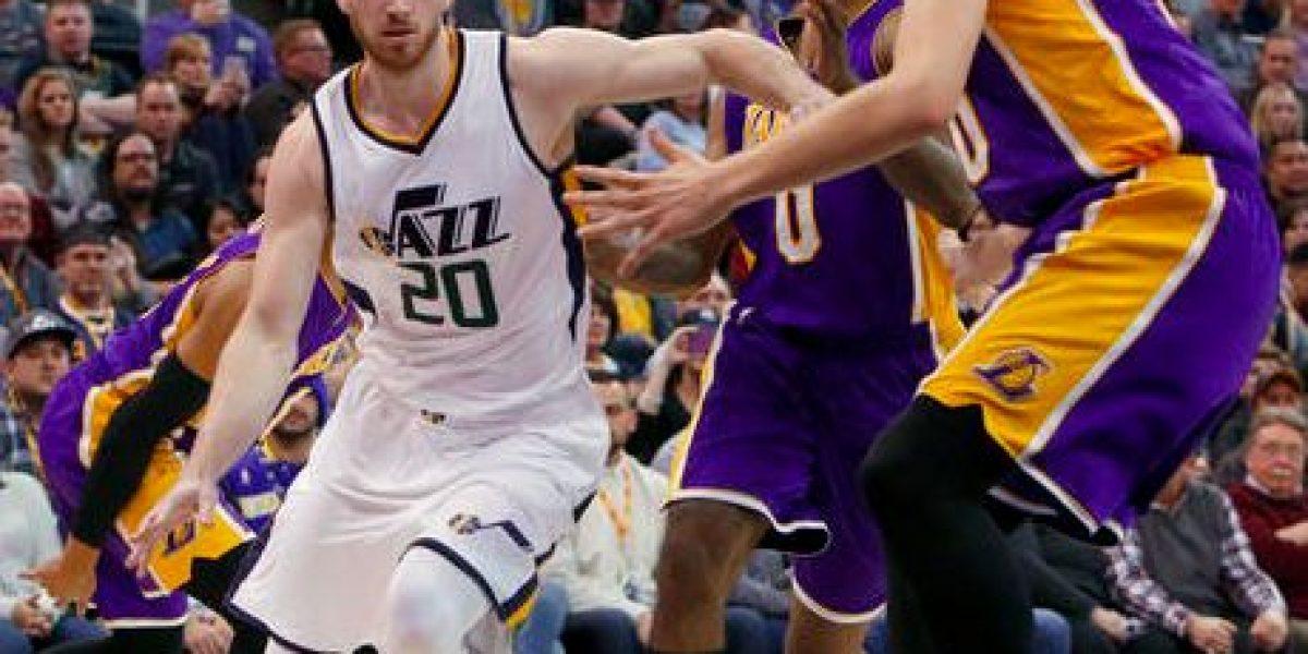 Jazz derrotan a los Lakers