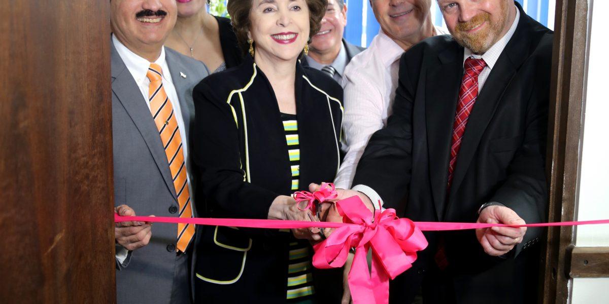 Estrenan centro de desarrollo empresarial para la mujer en Mayagüez