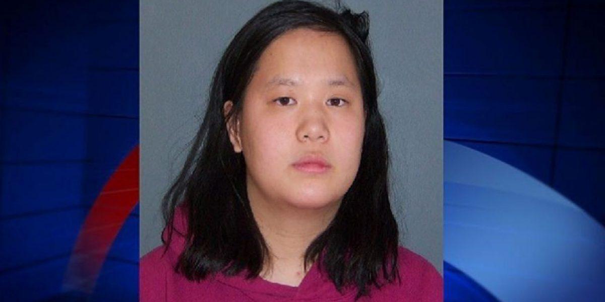 Acusan mujer por tirar niña de 5 años frente a tren