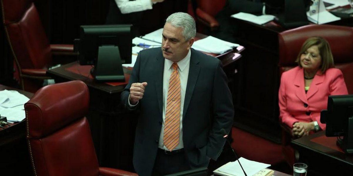 Rivera Schatz la emprende contra empleado de emisora