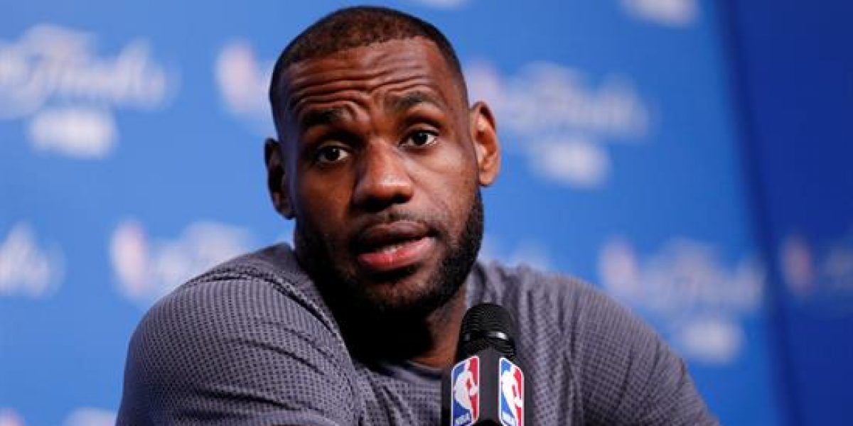 LeBron James no se le queda callado a Charles Barkley