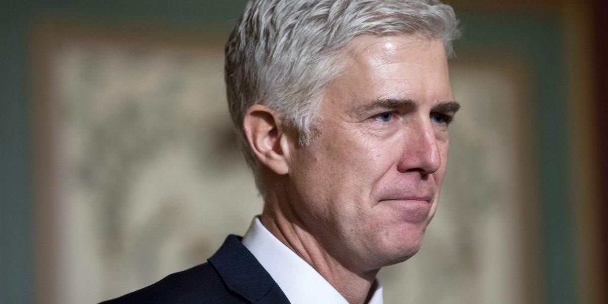 Trump aconseja a Senado usar excepción parlamentaria para nominado al Supremo