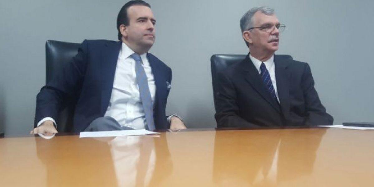 La Junta evalúa intervenir en la Legislatura