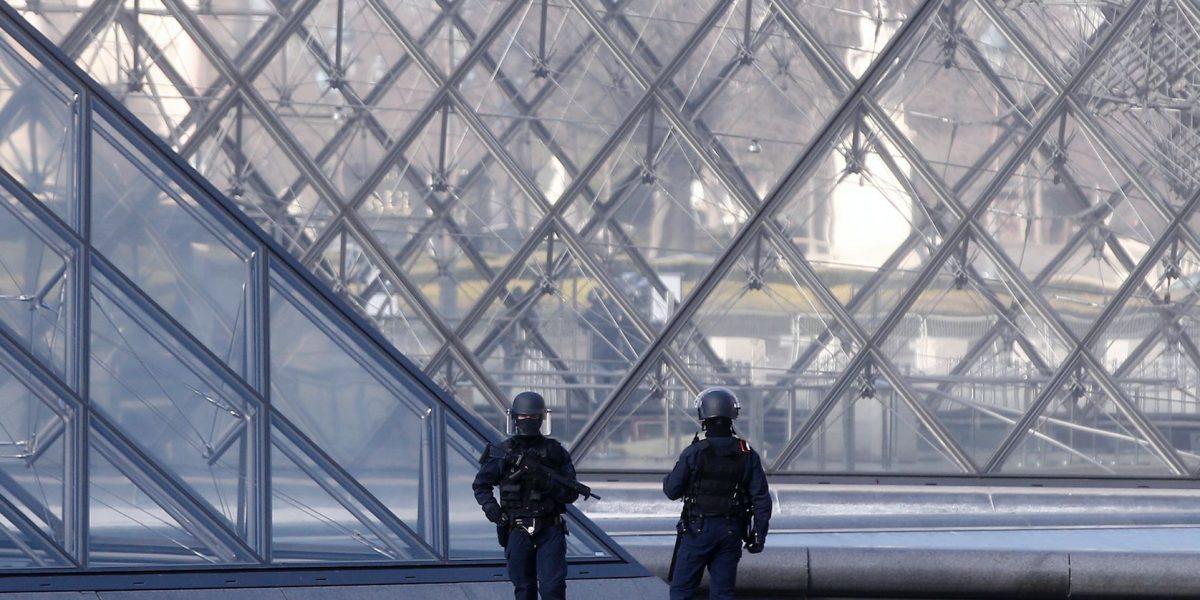 Soldados frustran ataque en el Louvre