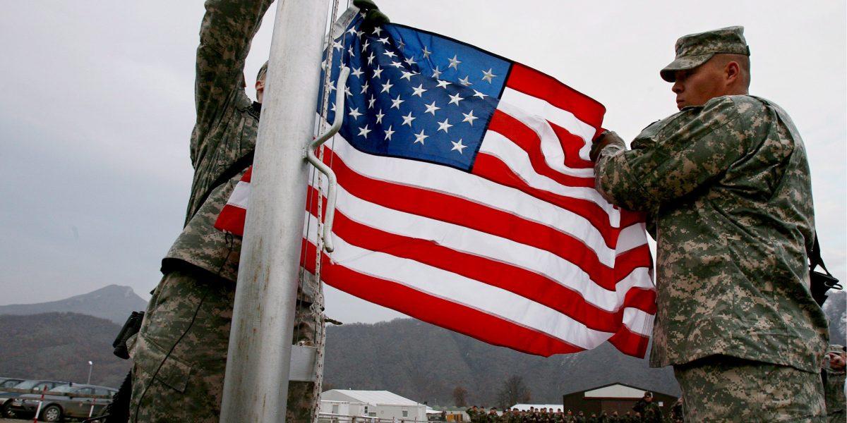 Secretario del Ejército de Trump renuncia al cargo antes de asumir