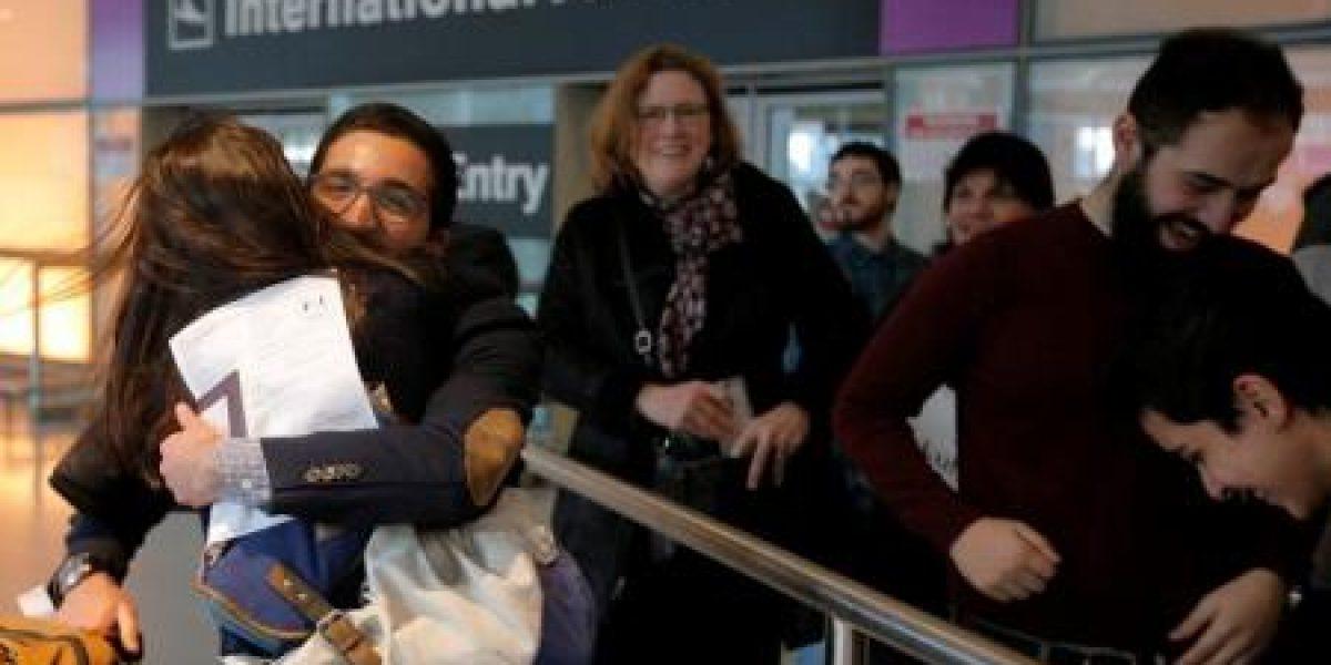 Aerolíneas comienzan a aceptar pasajeros bloqueados por decreto de Trump