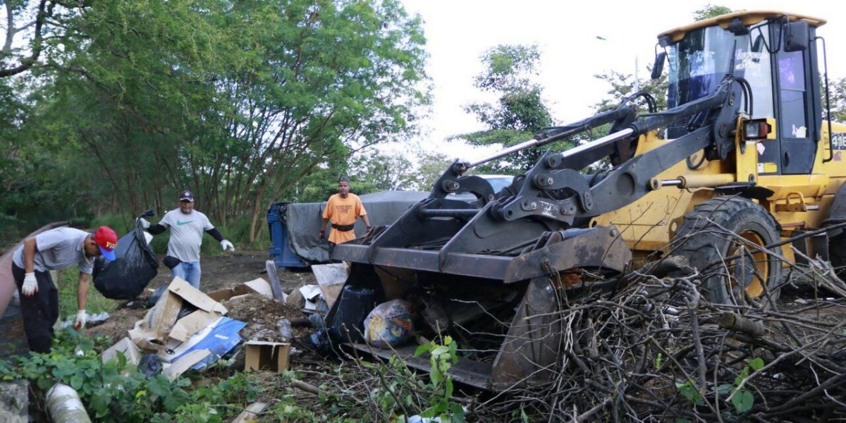 Alcalde de Cataño concreta campaña masiva de limpieza