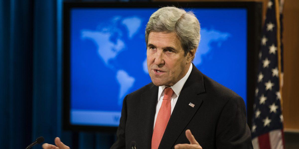 Kerry y Albright advierten a corte contra el veto migratorio de Trump