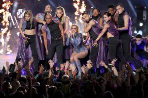 Video muestra montaje de la escenografía de Lady Gaga en Super Bowl