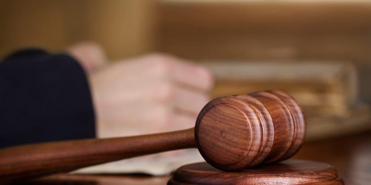 Juez ordena a convicto no tener relaciones sexuales hasta casarse