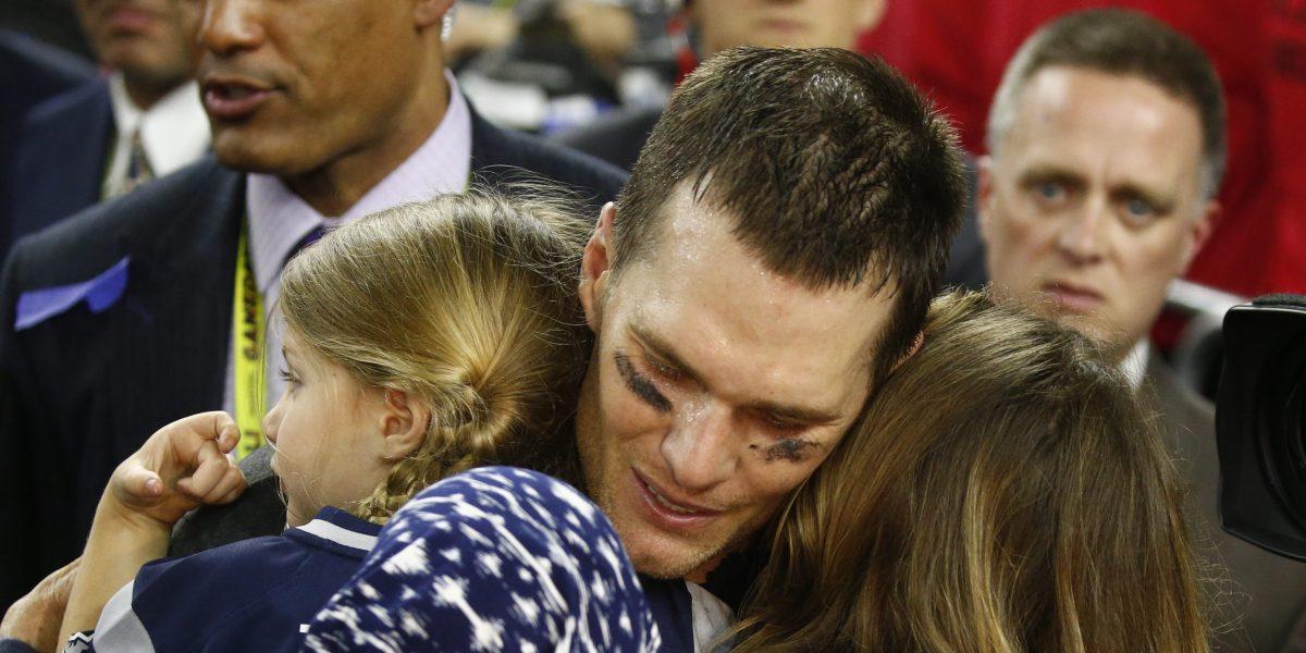Brady afirma que su madre mejora de la grave enfermedad que combate