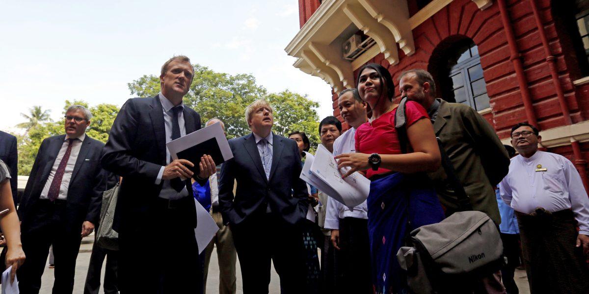 Secretario británico de Exteriores renuncia a su ciudadanía estadounidense