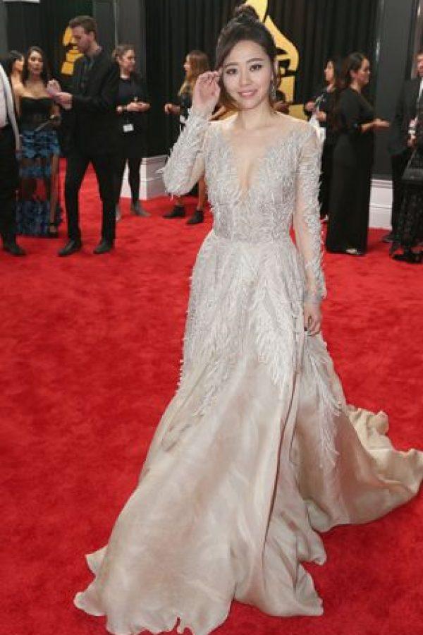 Este vestido es bellísimo y le queda muy bien a Jane Zhang. Pero debió aprovecharlo mejor para una gala como los Oscar.