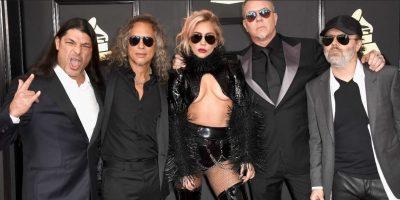 2/28 Lady Gaga se disfrazó de Marilyn Manson. Pero está con Metallica. Puro rock.. Imagen Por: Getty Images