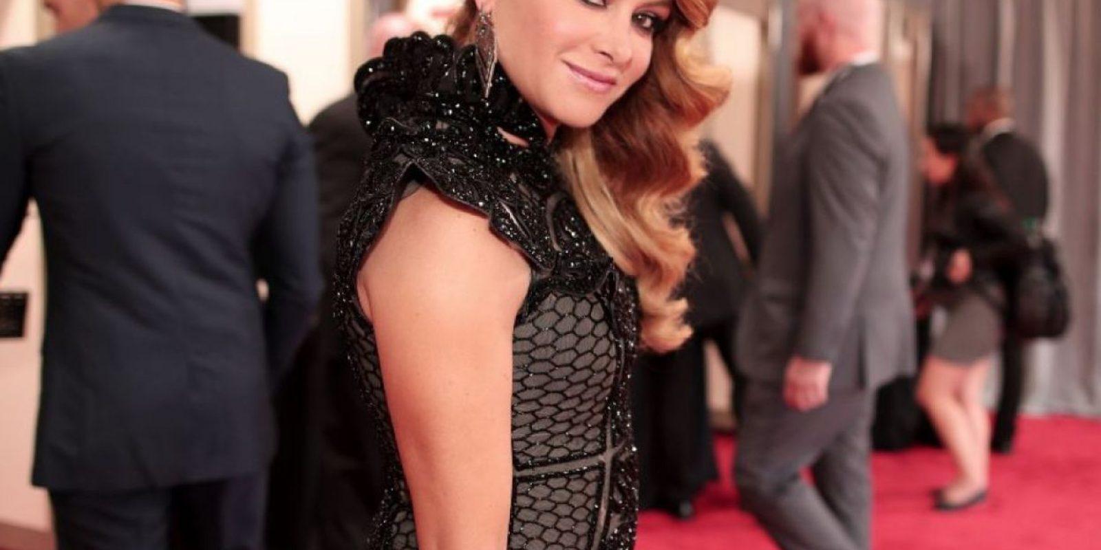 Paulina Rubio parece disfrazada de musa de Tim Burton. Sí, disfrazada. Imagen Por: Getty Images