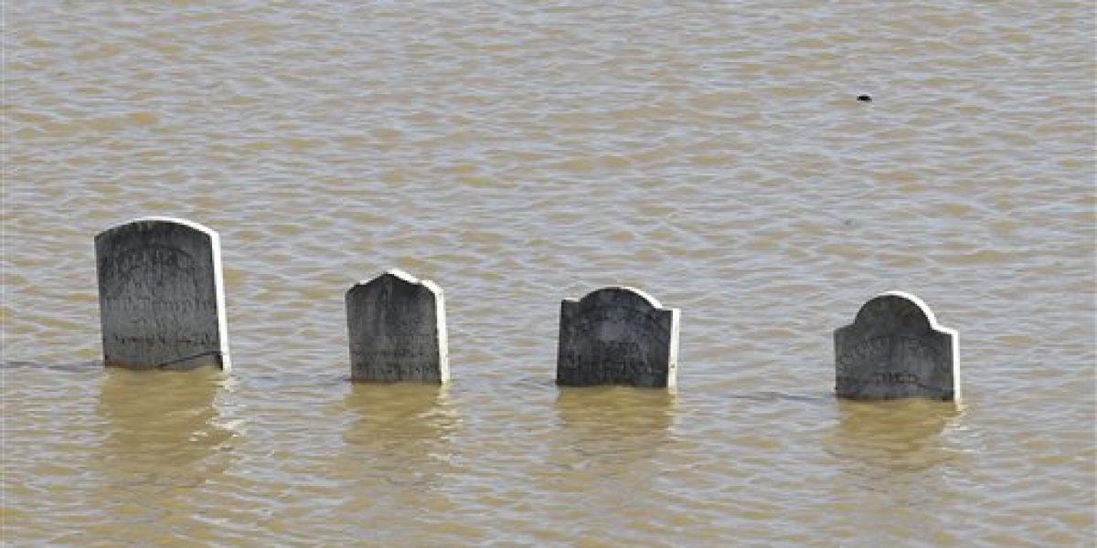 California ordena desalojar a 188 mil por daños en una presa