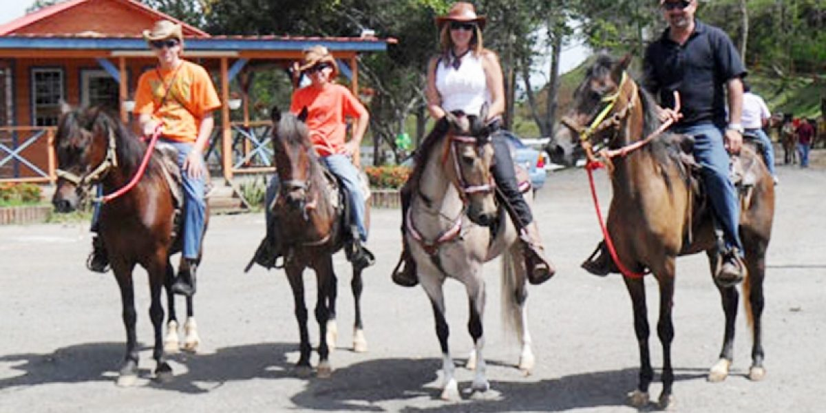 Cabo Rojo reglamenta manejo de caballos