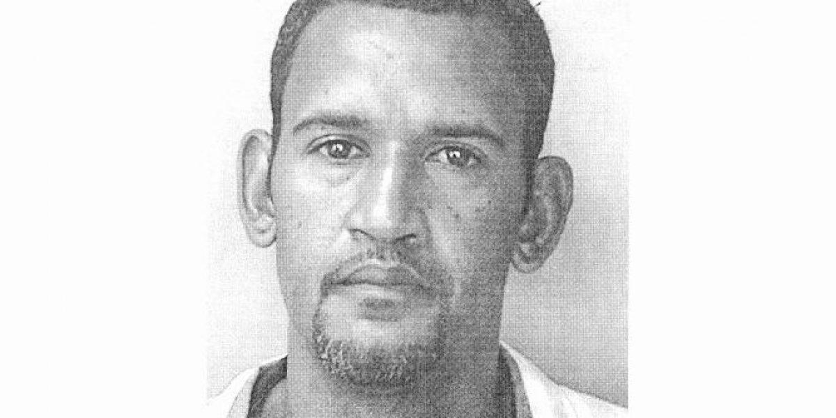 Emiten órdenes de arresto contra hombre que asalta farmacias en Carolina
