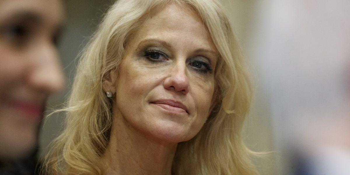 Recomiendan a Casa Blanca tomar acción disciplinaria contra Kellyanne Conway