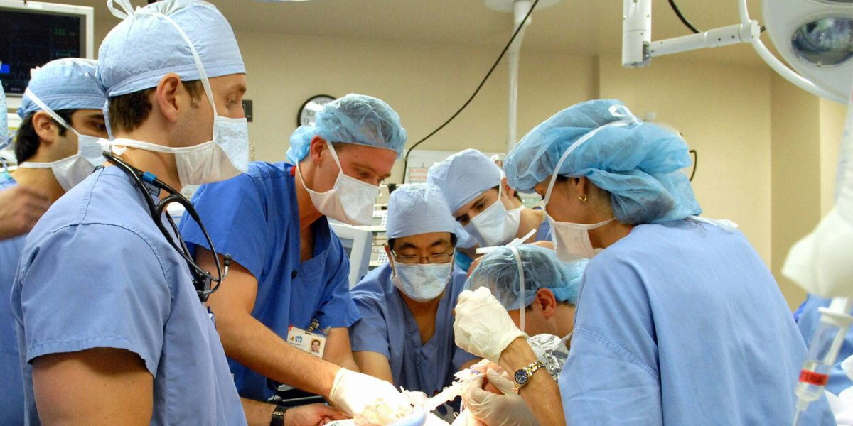 Deja el hospital una de las siamesas latinas que sobrevivieron a separación