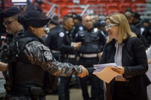 Cientos de policías municipales de S.J. reciben pago de horas extras