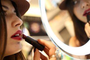 Actriz pide que empresas de cosméticos revelen niveles de plomo