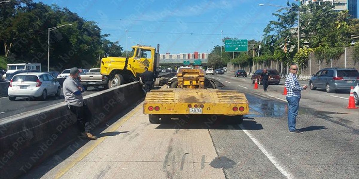 Reportan accidente con camión en expreso Las Américas