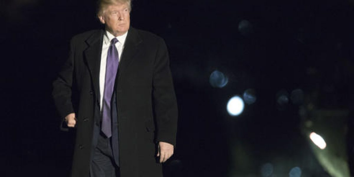 Trump inicia discurso atacando a la prensa