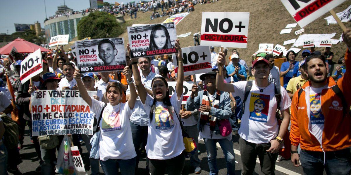 Opositores venezolanos marchan por Leopoldo López