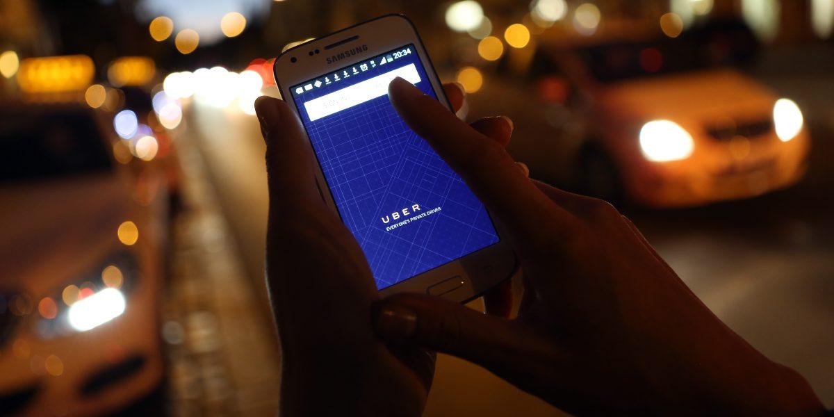 Turismo enmienda reglamento para operación de Uber y transportistas