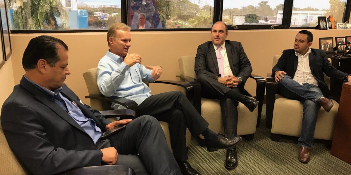 Presentan propuestas de desarrollo de viviendas al alcalde de Bayamón