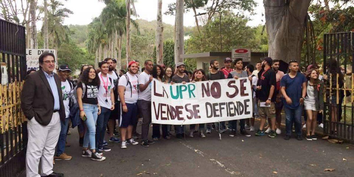 Cinco recintos de la UPR amanecen en paro