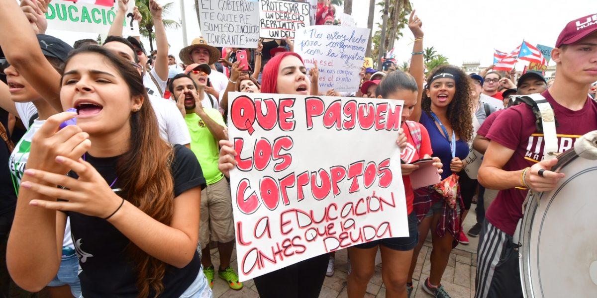 Estudiantes UPR marchan hasta La Fortaleza