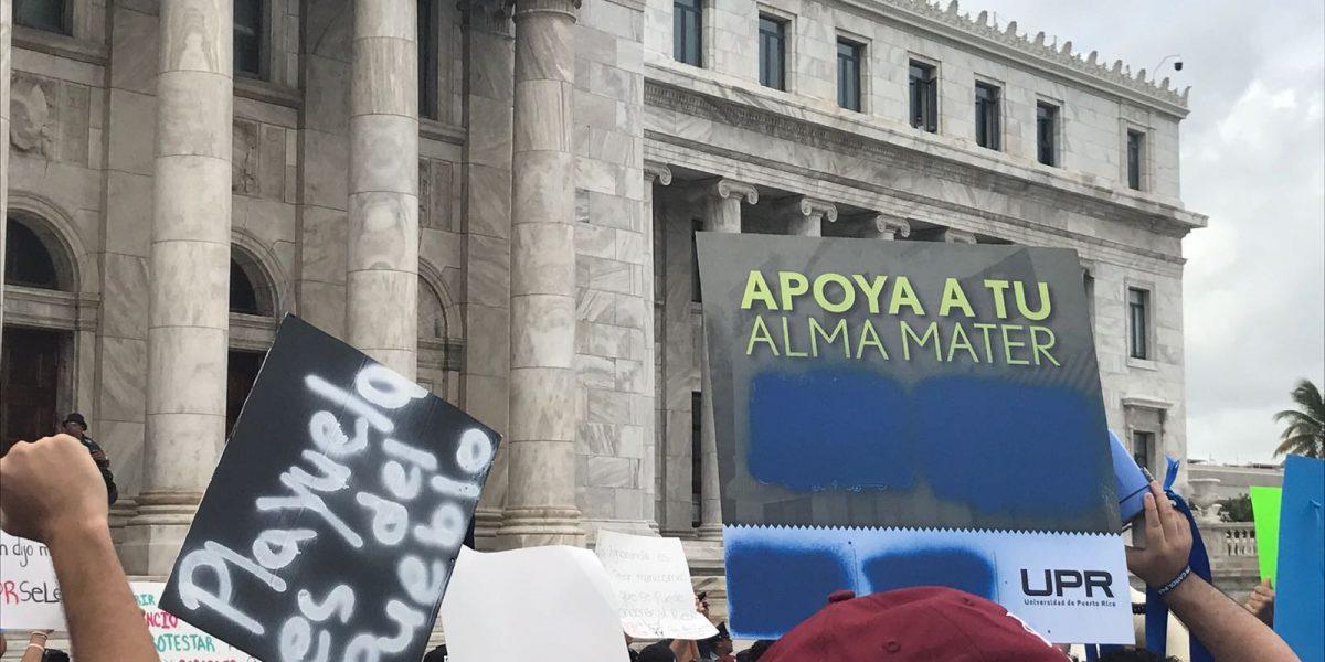 Estudiantes llegan al capitolio en rechazo a recortes UPR