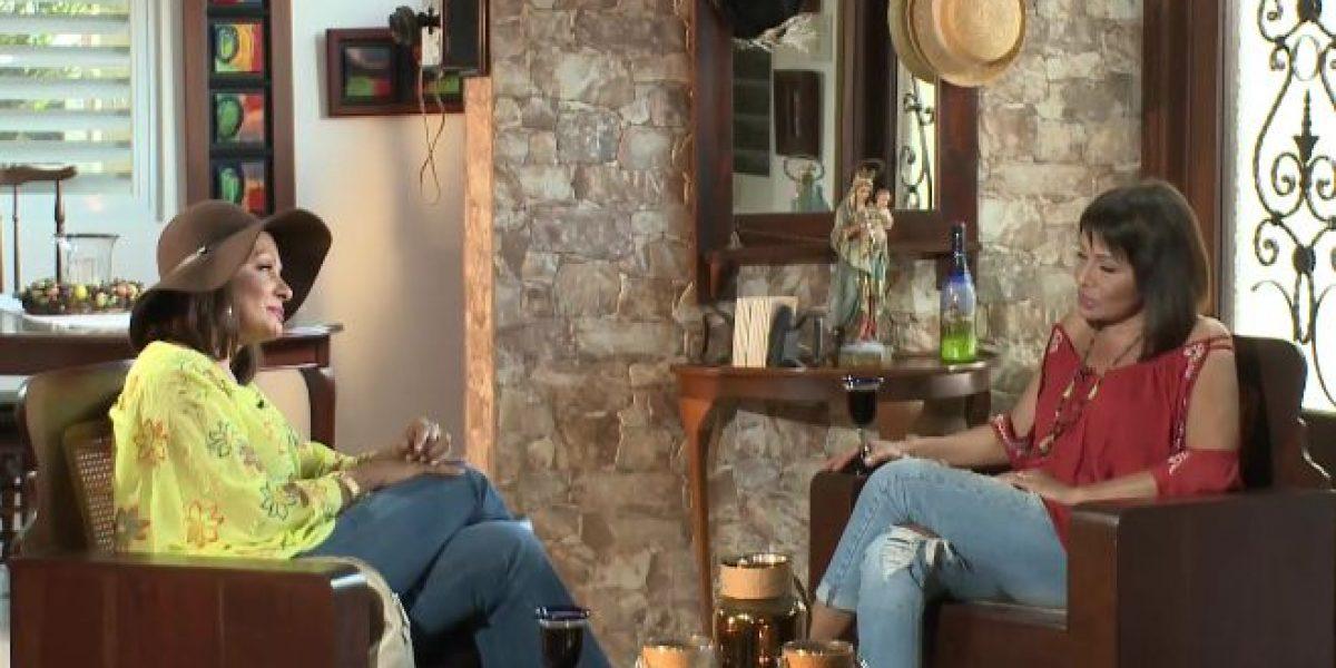 Alba Nydia sorprende con entrevista a ella misma