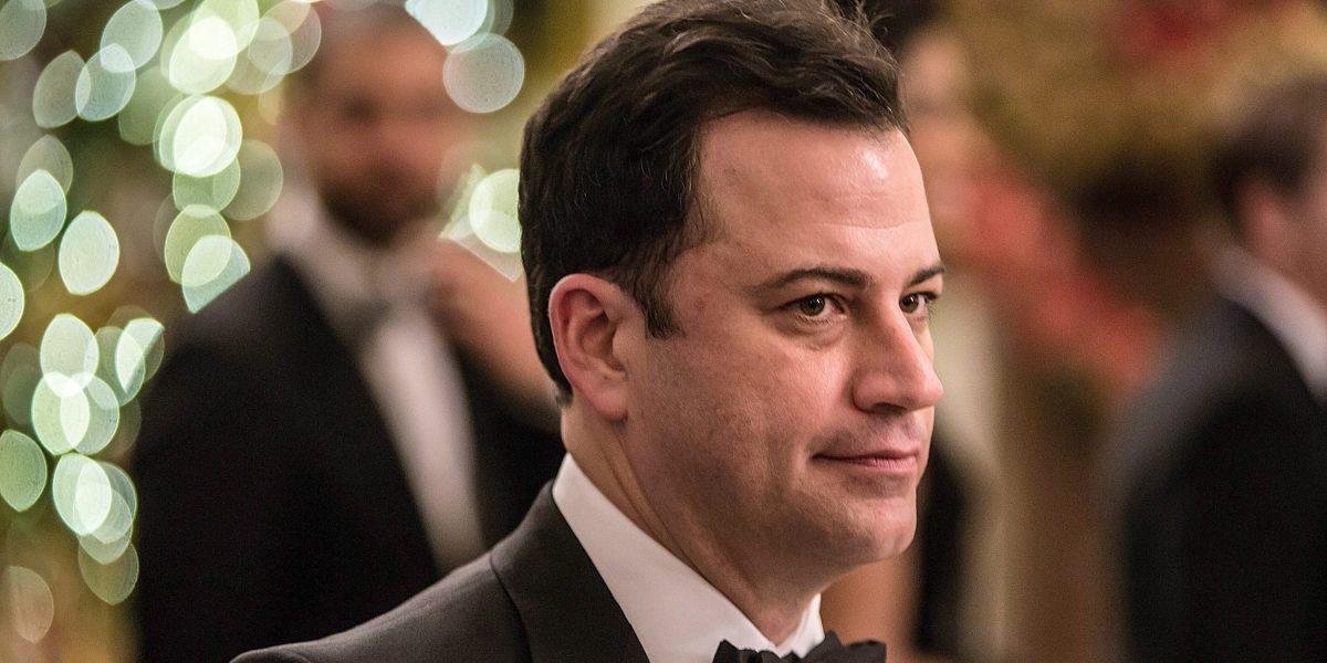 Jimmy Kimmel tratará de sacar risas ante mensajes políticos en los Oscar