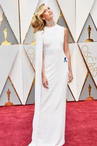Karlie Kloss, rememorando esa elegancia limpia y minimalista de Gwyneth Paltrow en los Oscar 2011.