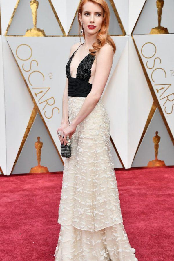Emma Roberts le siguió en todo el look a Jessica Chastain y lo logró.