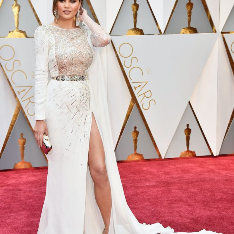 Chrissy Teigen, por lejos, una de las mejores vestidas de la noche.