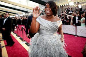 Octavia Spencer, con un vestido increíble para su talla. Así se puede arriesgar si es de talla grande.