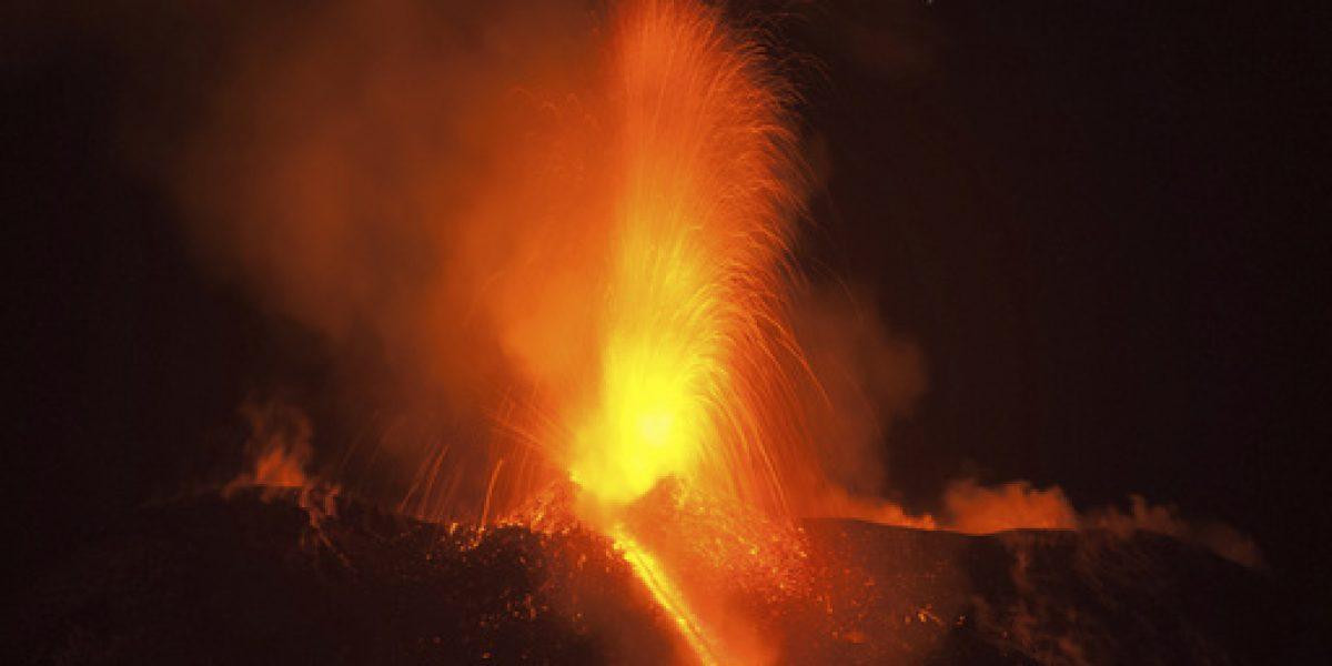 El Etna muestra su fuerza en espectacular erupción